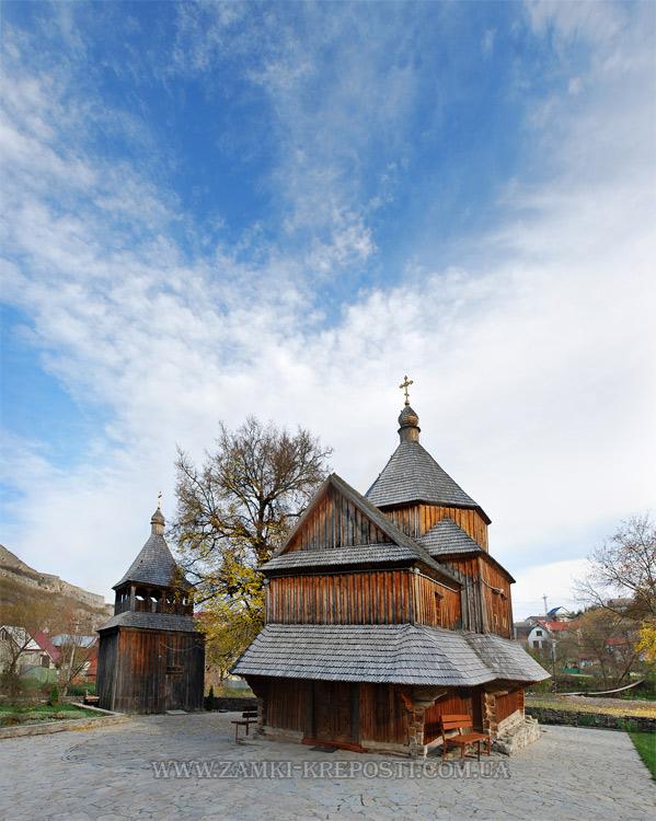 Хрестовоздвиженська церква та її дзвінниця: вид з заходу. Автор фото - Микола Матрохін (Filin), 09/2012.